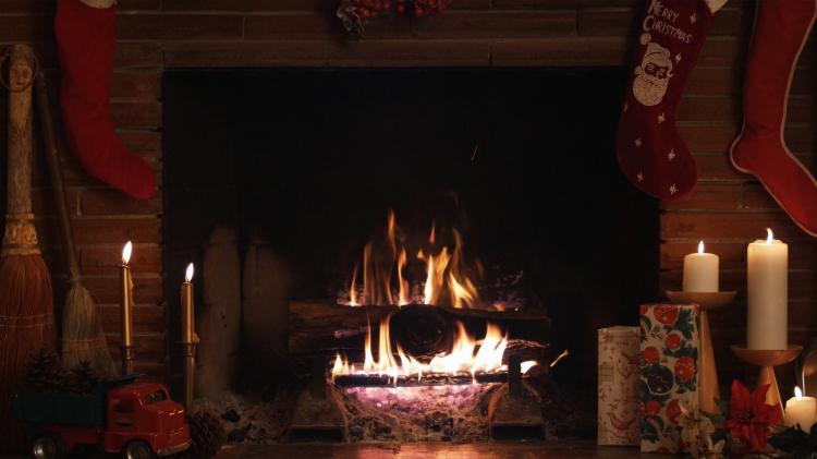 dark-christmas-fireplace